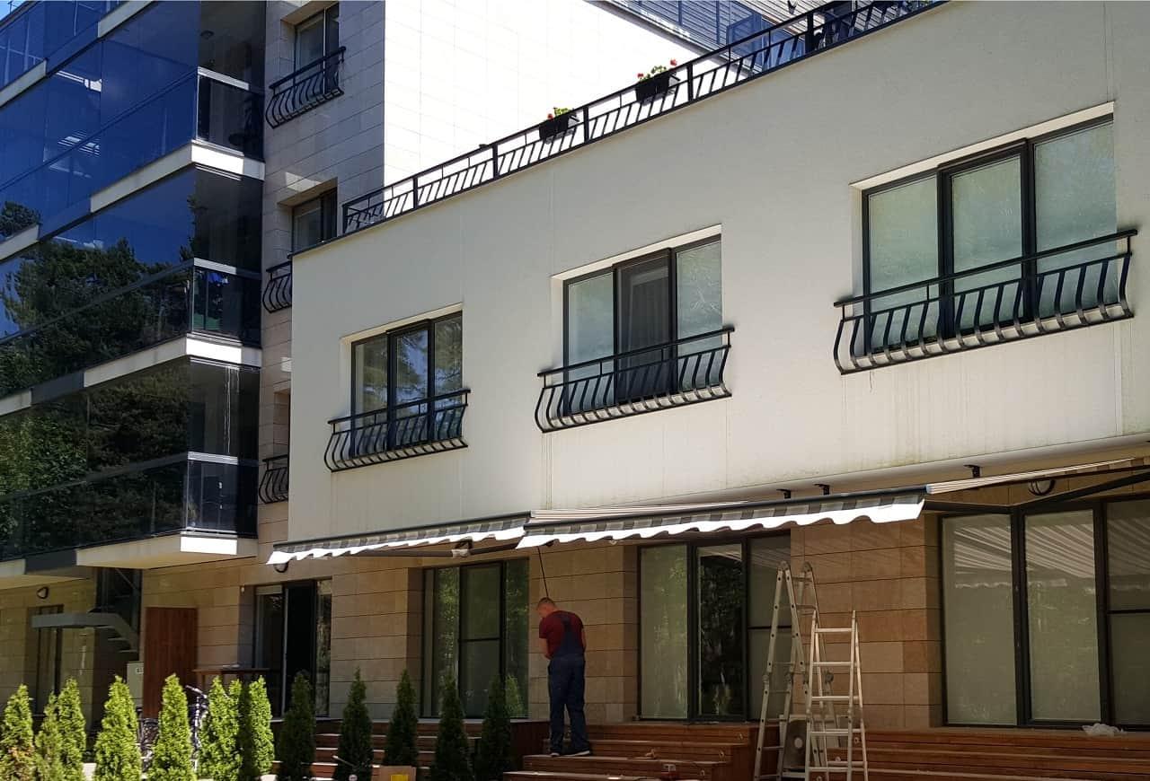 Markizės montavimas nuosavo namo terasoje