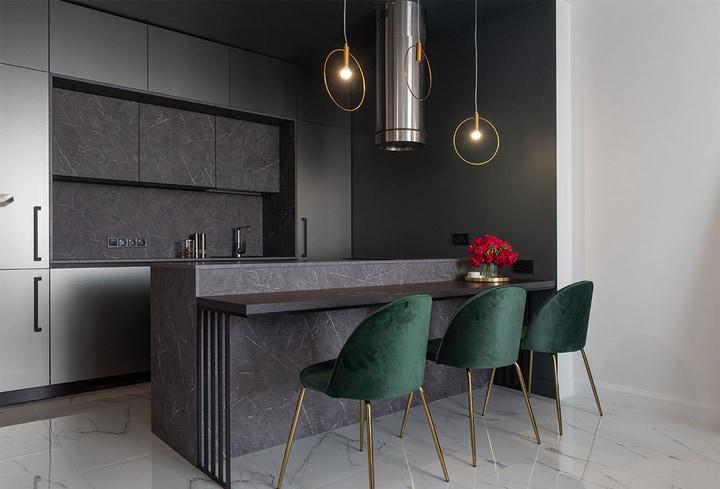 Pilkas tamsus atspalviai jauku virtuvėje