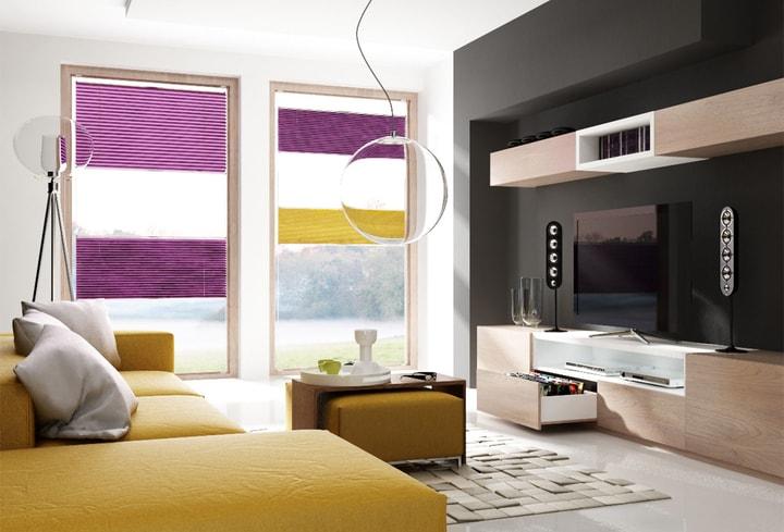 Purpurinė ryški interjero spalva svetainėj