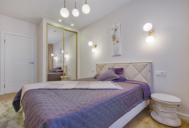 Violetinė miegamojo populiarios spalvos