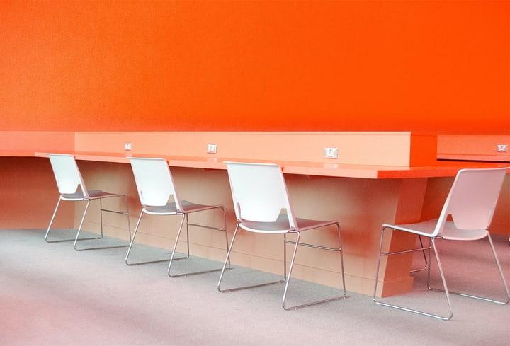 Virtuvėj detalės ryškios oranžinės