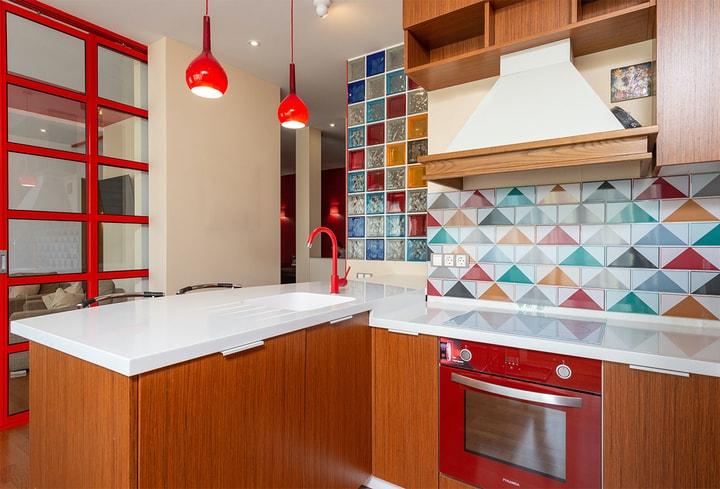 Bordo dekoro detalės virtuvės modernu