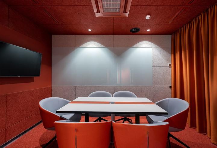 Bordo detalės posėdžių salėj