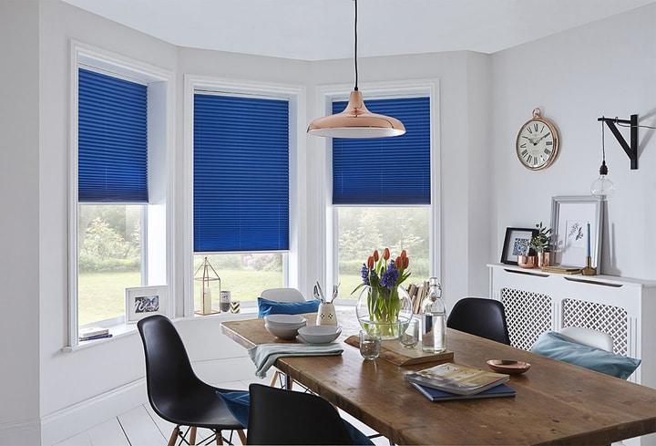 Mėlyna detalė svetainėj namuose