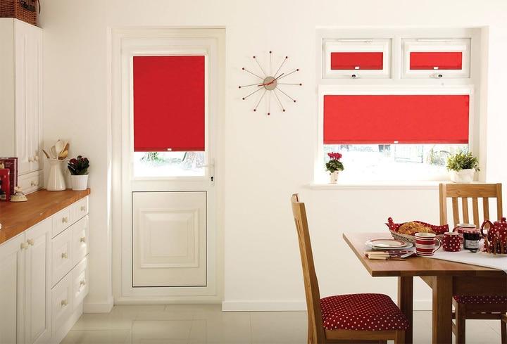 Raudona virtuvėje populiari spalva 2022 metai