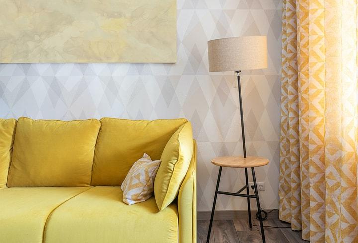 Šviesiai geltona viešbučiams dekoras
